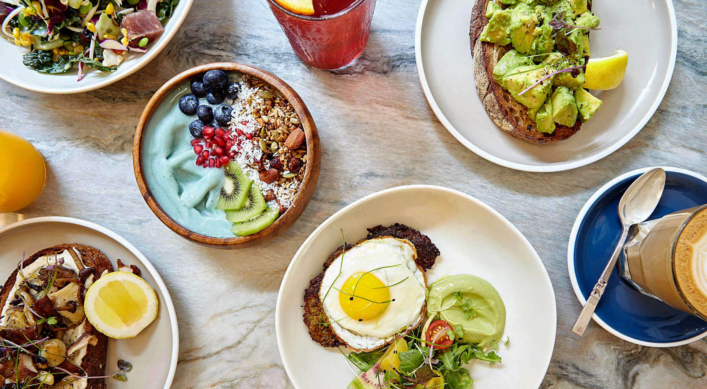 Pick Whatever You Like at Good Thanks – From Avocado Toasts to Smoothie Bowls, Green Fritters, Banana Bread etc.
