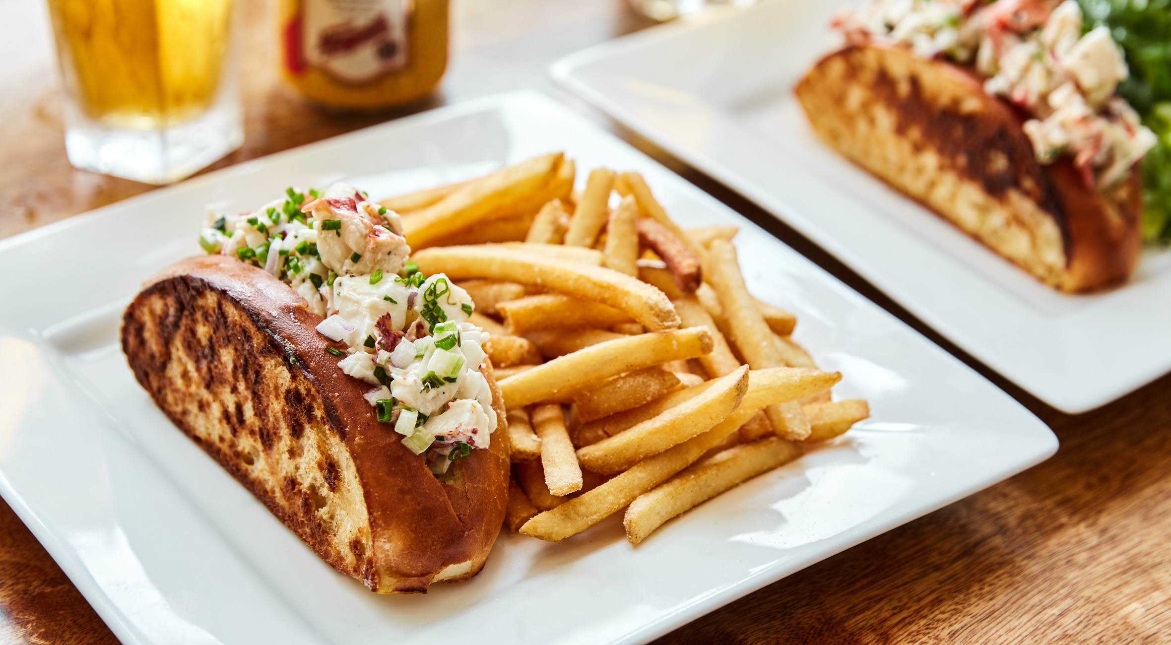 Lobster Roll and Drink at Thompson Brooke – New Williamsburg Joint Serves Maine Lobster in Homemade Brioche Rolls